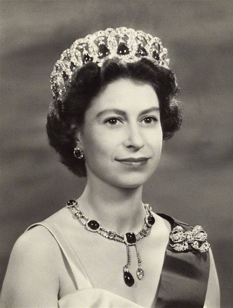 queen elizabeths hairstyle 1957 photograph of queen elizabeth who still has the same