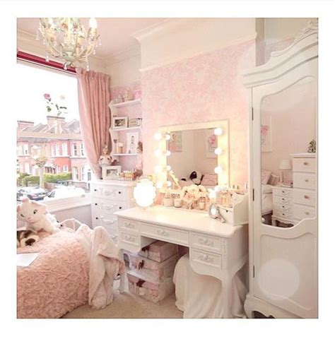 44 best images about girly bedrooms on pinterest red want freddy s room sooo badly bedroom ideas