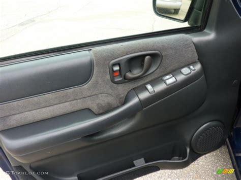 2000 Chevy Blazer Door Panel by 2001 Chevrolet Blazer Ls 4x4 Graphite Door Panel Photo
