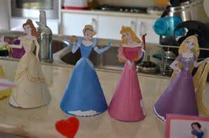 Easy Homemade Christmas Centerpieces - the imperfect housewife diy disney princess decorations