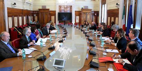 test italiano ministero interno alfano presiede la prima riunione consiglio per le