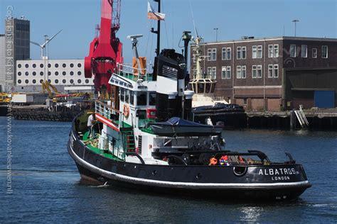 sleepboot ijmuiden vissershaven ijmuiden sleepboot albatros fotokvl ko