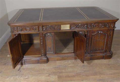 Oval Office Resolute Desk American Resolute Presidents Desk Partners Desks Oval Office
