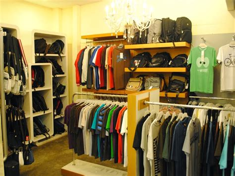desain ruangan distro terbaru belanja kaos di firebolt clothing distro bandung