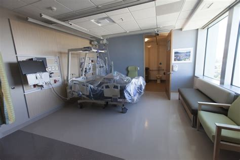 Kaiser Emergency Room by New Kaiser Permanente Oakland Hospital Dazzles With