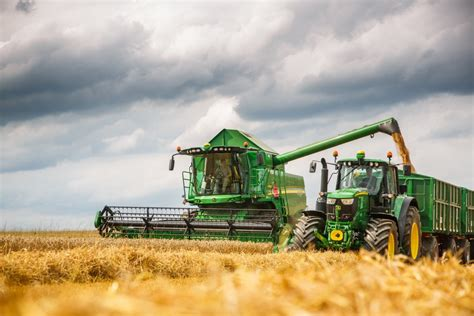 Largest Jd Mba Program In The Country by Deere W And T Series Redesigned For 2016 Harvest