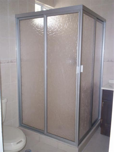 cristal templado en puerta de regadera y puerta de pvc con aglomerado puertas ducha en vidrio templado y acr 205 lico aluminio