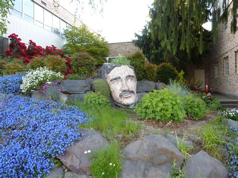 large head planters panoramio photo of mosaic head planter