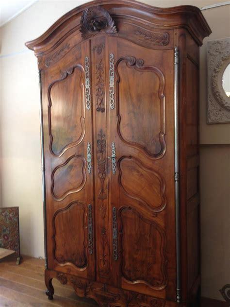 armoire proven 231 ale louis xv en noyer armoires