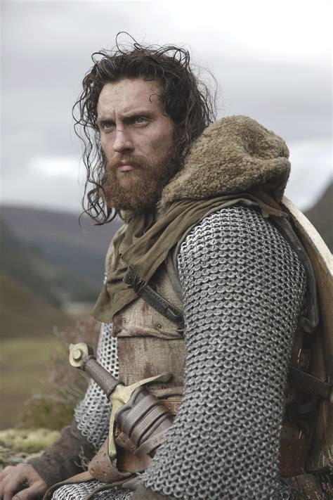 aaron taylor johnson outlaw king outlaw king chris pine and more on the incredible opening
