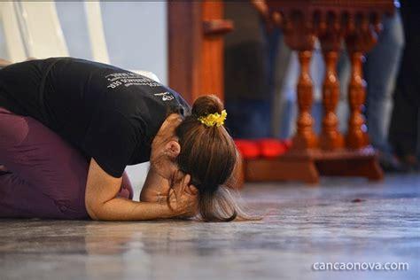 imagenes de mujeres orando de rodillas un d 205 a podr 193 s cantar