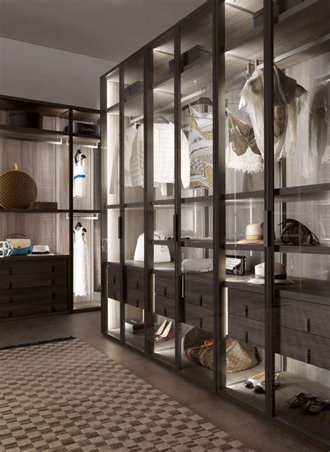 sistema di guardaroba cabina armadio moderna in legno con porta battente