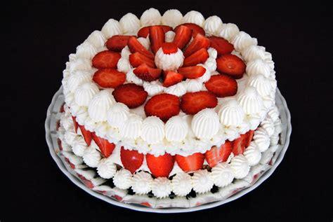 bagna per torte alla fragola torta panna fragole e crema chantilly le delizie di