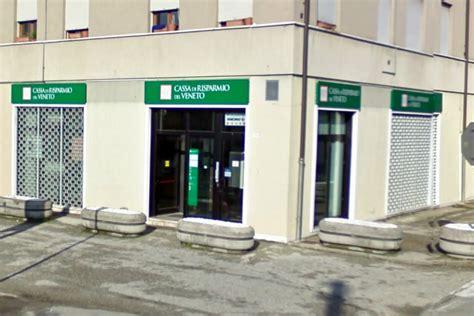 veneto banca vigonza rapina in banca a vigonza rimane incastrato nella bussola