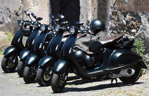 Harga Vespa 946 Giorgio Armani armani x vespa vespa 946 emporio armani ferrvor