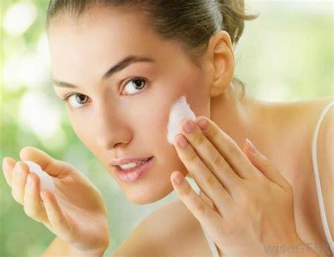 Perawatan Wajah Di perawatan wajah secara alami di rumah