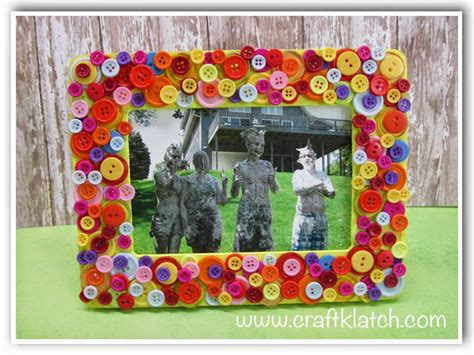 Simple Handmade Photo Frames - 10 and easy button crafts to make with