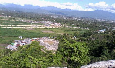 Benteng Otanaha jelajah benteng otanaha travtou