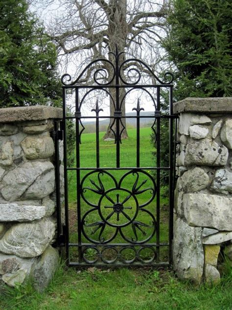 Iron Garden Gates by Best 25 Iron Garden Gates Ideas On