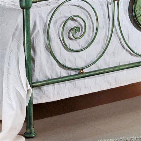 letto classico letto matrimoniale classico in ferro battuto con decoro