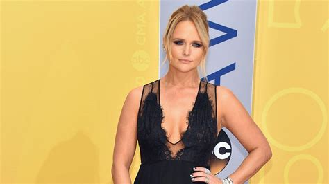 miranda lambert jokes  drinking   extra  divorce  blake shelton st