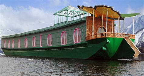 kashmir house boat kashmir houseboats travelrsguru