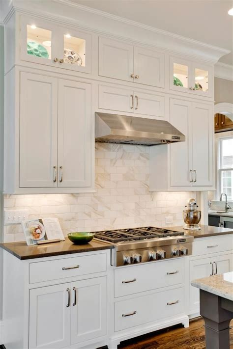 White Shaker Kitchen Cabinets by 25 Best Ideas About White Shaker Kitchen Cabinets On