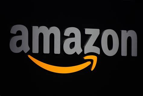 amazon  launch   service  compete  apple   spotify