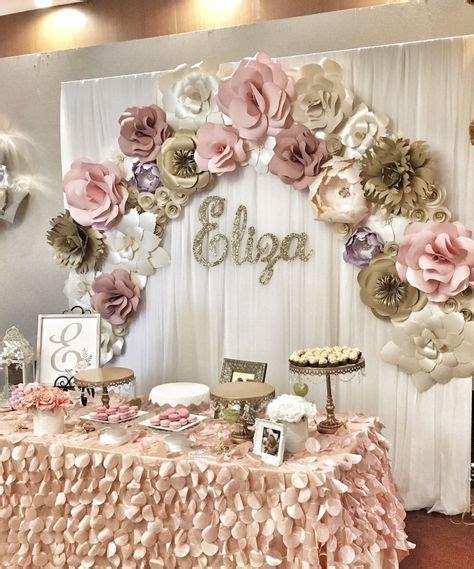 Mesa de dulces para quince años con flores de papel2