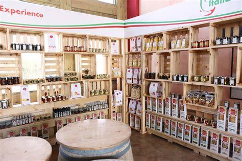 arredamenti negozi abbigliamento usati arredo negozio abbigliamento mobili in pallet