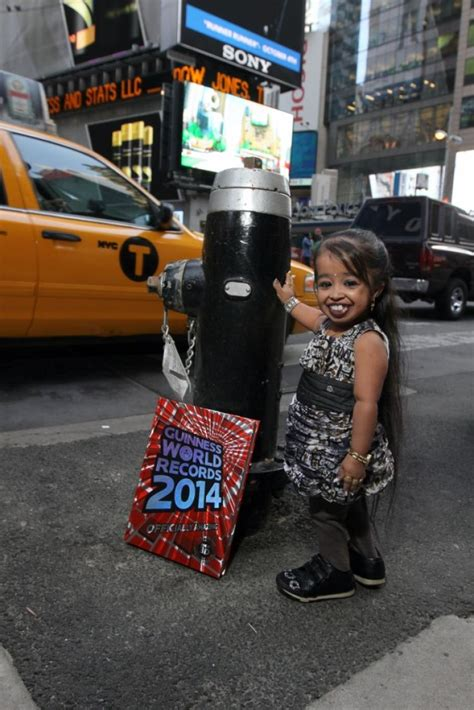 750 Square Feet by World S Smallest Woman Lights Up The Big Apple Ny Daily News
