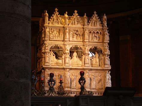 santo di pavia file pavia san pietro arca sant agostino jpg