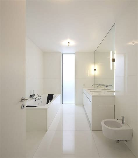 Bathroom Decor 45 Stylish And Laconic Minimalist Bathroom D 233 Cor Ideas