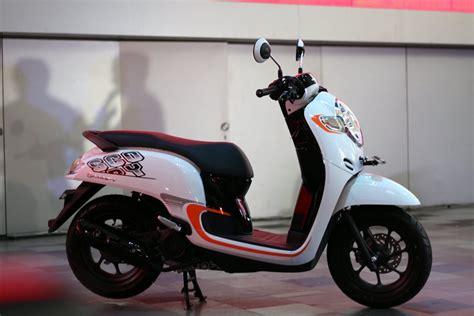 Mantel Motor Honda All New Scoopy lebih dekat dengan all new honda scoopy gilamotor