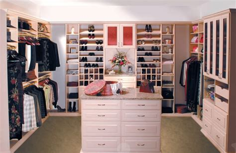 How Big Should A Closet Be by Bedroom Closet Cabinets And Shelving