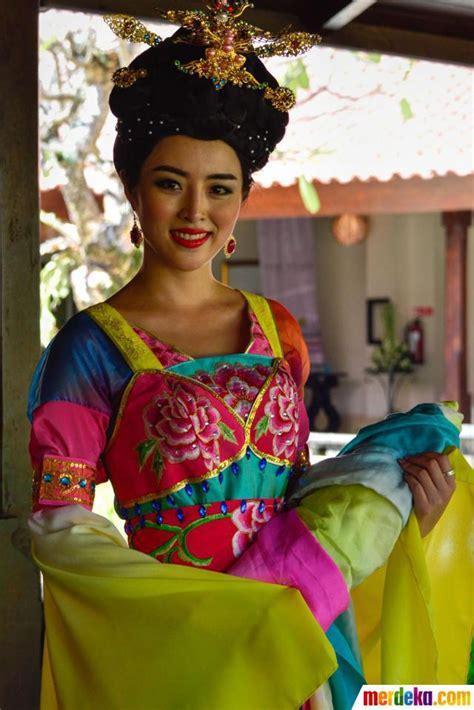 Kipas Cendana Bali kontestan miss world 2013 tilkan tari bali kapanlagi