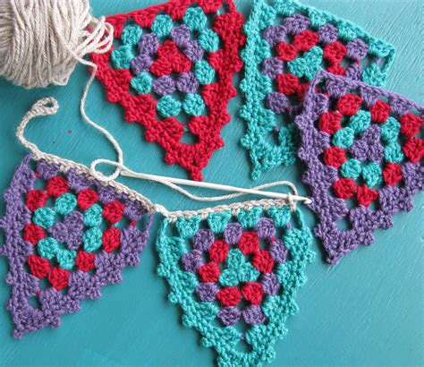 pattern for granny triangle granny bunting remix styles crochet with raymond