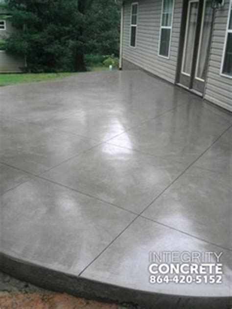 gray concrete patio  diamond pattern traditional
