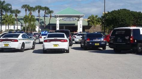 gunman opens in florida mall food court abc news