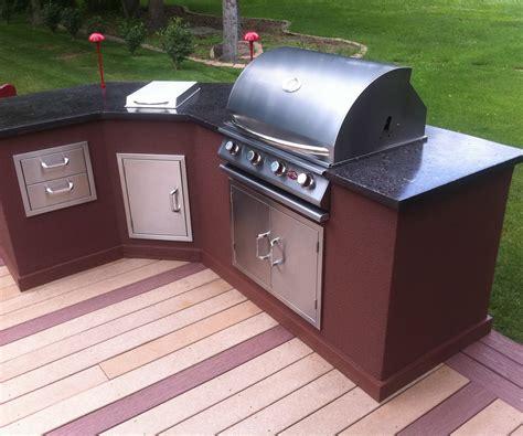 outdoor   build  outdoor kitchen  metal studs