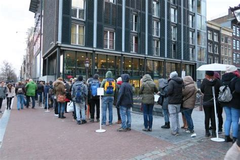 buy tickets for anne frank house long queue for anne frank house picture of anne frank