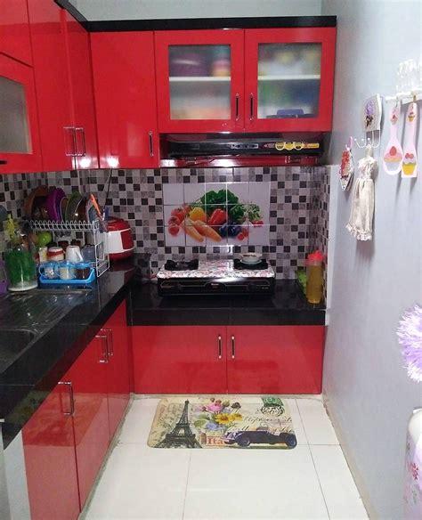 desain dapur yang sempit motif keramik dapur sempit warna merah dipadu dengan motif