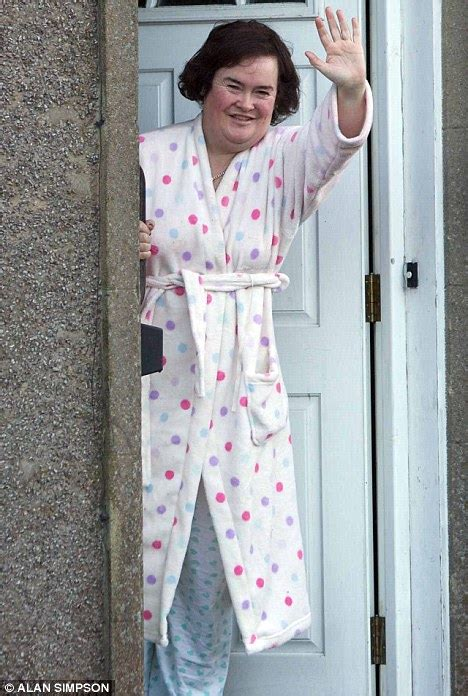 Ny Piyamas Ladie susan boyle back in dressing gown after returning to
