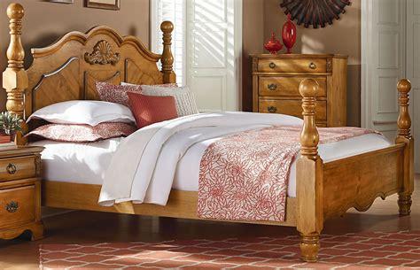 georgetown golden honey pine queen poster bed  standard    coleman furniture