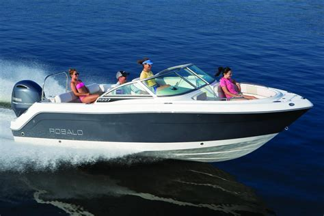 robalo r227 boat test 2017 robalo r227 dual console power boats outboard round