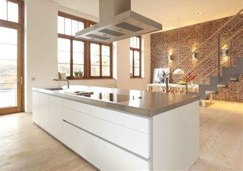 hotte cuisine centrale cuisine avec hotte centrale en hauteur photo 1 20 cuisine de chez bulthaup avec une hotte