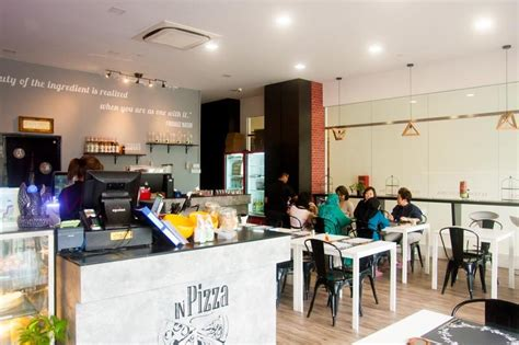 cucina halal seven7h cucina fall in with the pizza burger