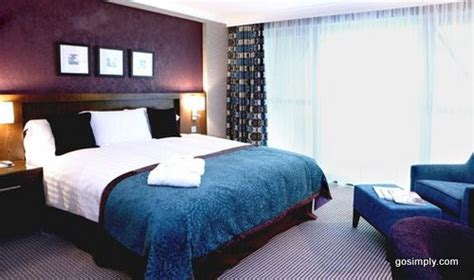 rooms near gatwick airport gatwick crowne plaza hotel unbeatable hotel prices for gatwick airport