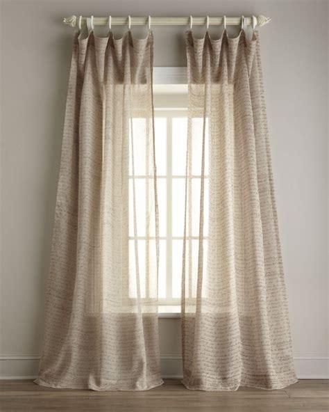 Exceptionnel Peinture Pour Une Chambre #7: rideaux-voilages-beige-transparent-%C3%A9criture-peinture-sol-parquet.jpg