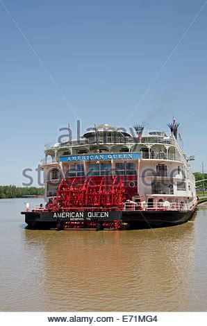 american queen paddle boat american queen paddlewheel ship on mississippi river